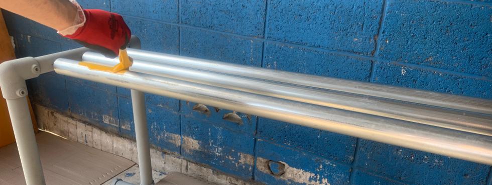 2.単管パイプで簡単に作れるDIYベンチ [#1]パイプの塗装をペンキで試す。。。